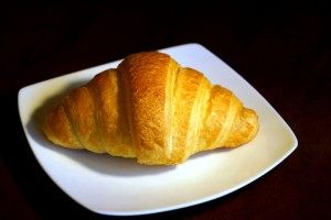 Croissant z nadzieniem czekoladowym